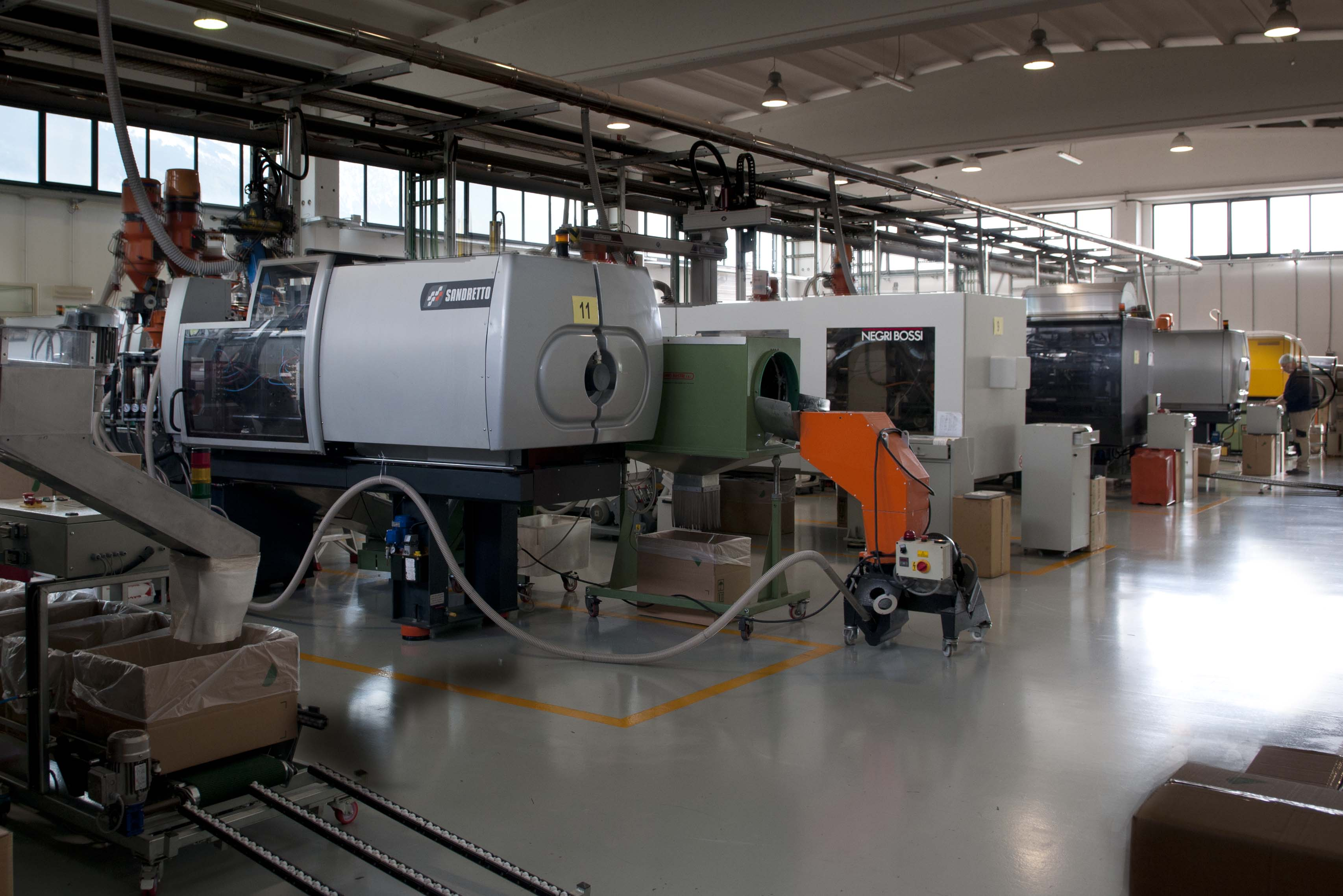 INJECTION PRODUCTION MOLDING PLANT ITALY STAMPAGGIO MATERIE PLASTICHE