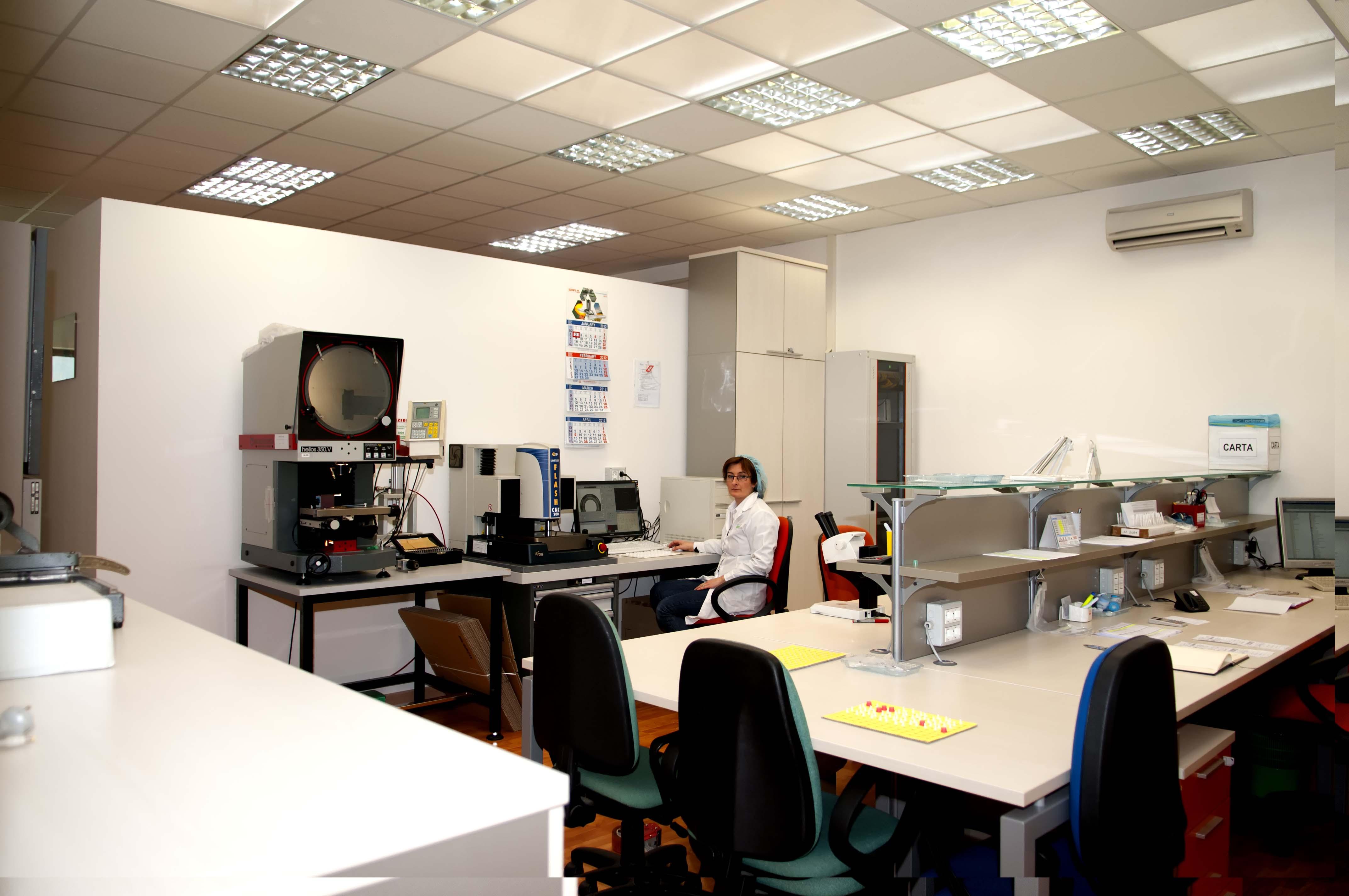 QUALITY OFFICE PRODUCTION CONTROL CONTROLLO QUALITA' PRODUZIONE STAMPAGGIO MATERIE PLASTICHE ABRUZZO ITALY